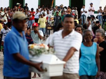 Onze, das 17 vítimas, já foram enterradas em Lajedinho - Foto: Raul Spinassé   Ag. A TARDE