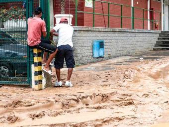 Chuva causa transtornos para a população - Foto: Agência Brasil