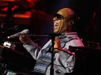 No show, Stevie fará uma homenagem a Nelson Mandela tocando Keep Our Love Alive - Foto: Agência Reuters