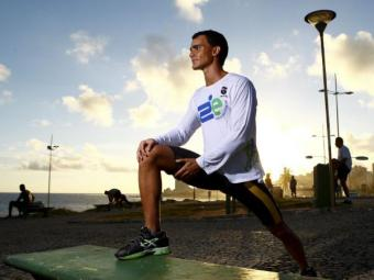 Estudante de arquitetura e praticante de triathlon, Rodrigo Motta, costuma correr à 5:30 da manhã - Foto: Fernando Vivas| Ag. A TARDE