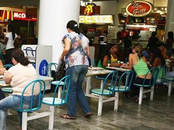 Rato apareceu na praça de alimentação no primeiro piso - Foto: Iracema Chequer | Ag. A Tarde