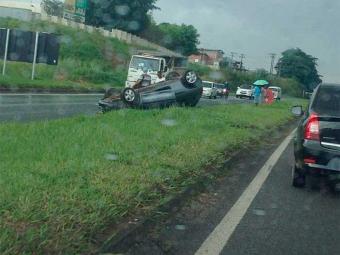 Policiais rodoviários não conseguiram atender ocorrência por conta de protesto na BR-324 - Foto: Emerson Silva | Reprodução | Facebook