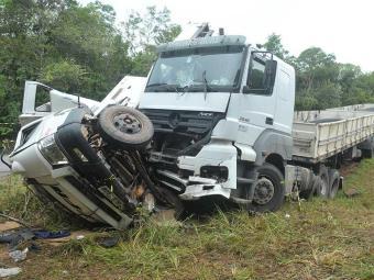 Caminhão foi atingido por carreta na lateral - Foto: Wandaick Costa | Divulgação