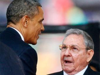 Raul (D) falou com Obama em inglês, segundo Fidel - Foto: Agência Reuters