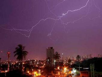 Raios atingem céus da capital baiana - Foto: Divulgação | Inpe