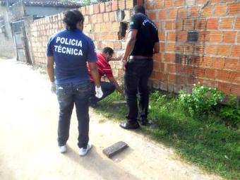 A polícia realizou perícia no local para tentar identificar os criminosos - Foto: Reprodução  Site Teixeira News