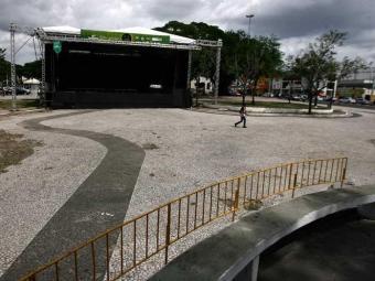 Palco para o Réveillon de Feira já está montado - Foto: Luiz Tito | Ag. A TARDE