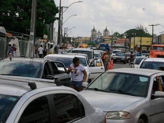 Fluxo de carros no Terminal é intenso - Foto: Joá Souza/ Ag. A TARDE
