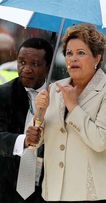 Presidente chegou ao estádio sob forte chuva - Foto: Agência Reuters