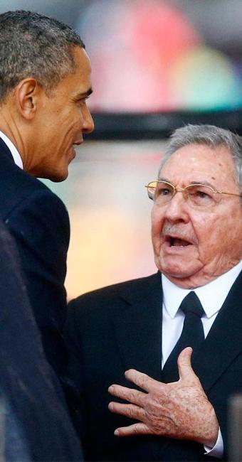 Obama cumprimenta o inimigo da época da Guerra Fria - Foto: Agência Reuters
