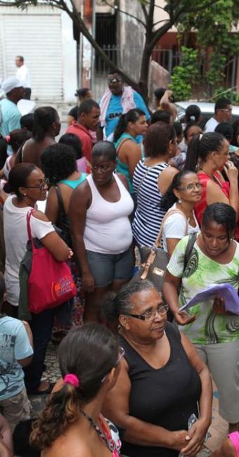 Sem senhas, beneficiários do Bolsa Família protestaram - Foto: Edilson Lima   Ag. A TARDE