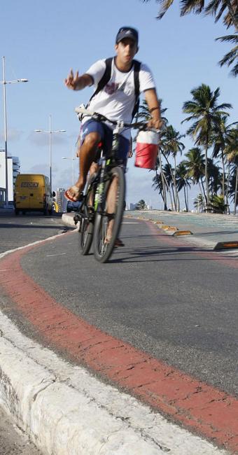 Projeto contemplará quem usa bicicleta para ir trabalhar - Foto: Joá Souza | Arquivo | Ag. A TARDE