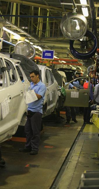 Indústria automotiva, como a fábrica da Ford em Camaçari, na Bahia, seguirá puxando a economia - Foto: Joa Souza   Ag. A TARDE