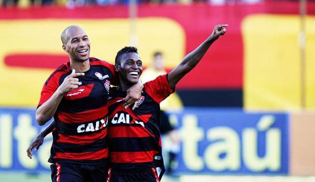 Dinei marcou dois e Marquinhos fez um na vitória no Barradão - Foto: Raul Spinassé   Ag. A Tarde