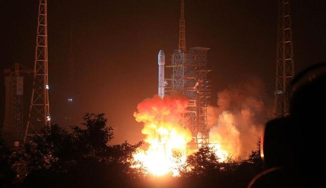 Missão irá examinar geologia da Lua e enviar imagens à Terra - Foto: AP Photo