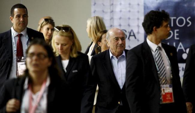 Sob forte esquema de segurança, o presidente da Fifa chegou no último domingo em Salvador - Foto: Fernando Vivas / Ag. A Tarde