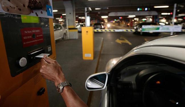 Estruturas para cobrança nos estacionamentos de shoppings foram instaladas nos últimos anos - Foto: Mila Cordeiro | Ag. A TARDE