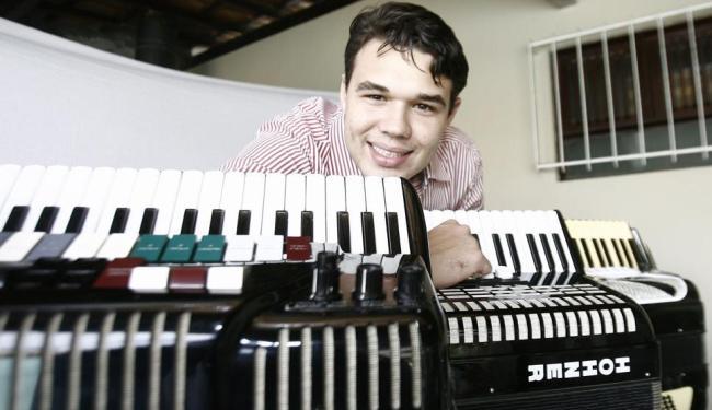 Daniel Sampaio Muniz Ferreira tornou-se um especialista em sanfona - Foto: Luiz Tito   Ag. A TARDE