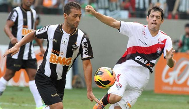 Vitória chegou a abrir dois a zero, mas o Galo chegou ao empate com dois gols de Ronaldinho - Foto: PAULO FONSECA/ESTADÃO CONTEÚDO