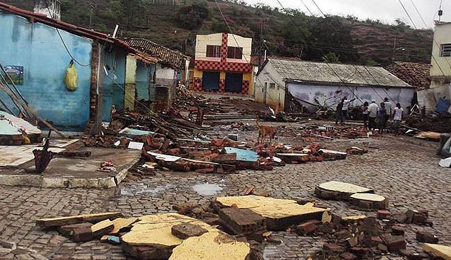 Forte chuva que atingiu a cidade neste sábado, 07, destruiu casas e estabelecimentos - Foto: Correio da Chapada/ Divulgação