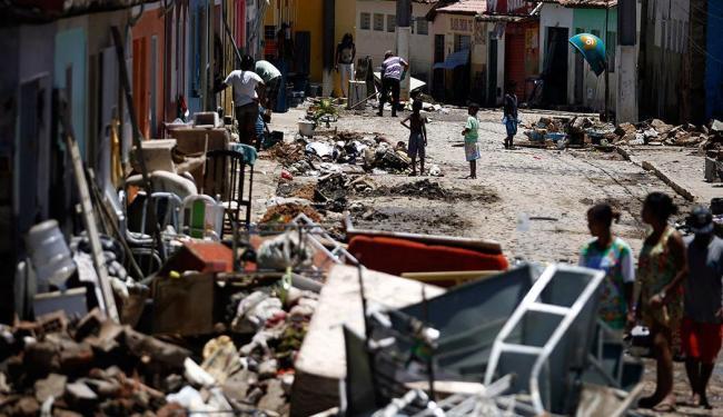Corpo foi achado três dias após o temporal que atingiu a cidade - Foto: Raul Spinassé | Ag. A TARDE