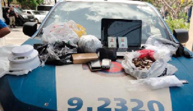 Casal foi flagrando com drogas dentro de um taxi - Foto: Ascom   Polícia Militar