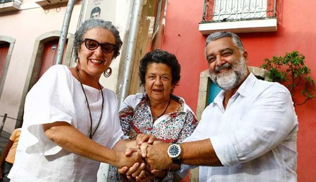 Rita Assemany e Aninha Franco selam a parceria com o novo gestor, Paulo Dourado - Foto: Fernando Vivas   Ag. A TARDE