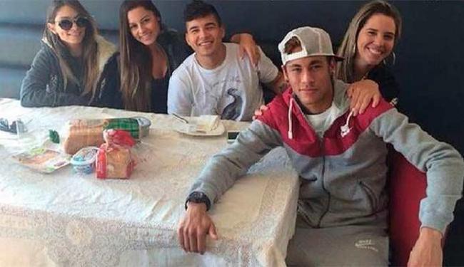 Tatiana de Carvalho, Gil Cebola, Laryssa Oliveira e Anny Alves ficaram na casa de Neymar - Foto: Reprodução