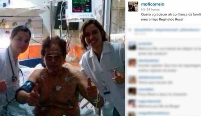 Reginaldo Rossi aparece do lado de duas enfermeiras - Foto: Reprodução   Instagram
