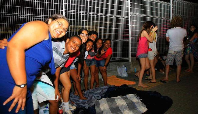 Fãs vão acampar durante a noite de sexta-feira, 13 - Foto: Joá Souza   Ag. A TARDE