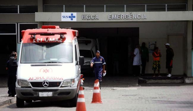 Em dias de chuva, o Hospital Clériston Andrade sofre com alagamentos, entre outros problemas - Foto: Luiz Tito | Ag. A TARDE