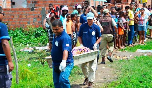Crime aconteceu na Travessa Jorge Teles, por volta das 11h - Foto: Ed Santos   Acorda Cidade