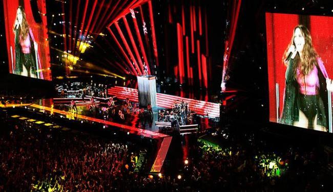 Ivete agita os fãs ao abrir o show cantando o seu mais novo sucesso Tempo de Alegria - Foto: Mila Cordeiro | Agência ATARDE