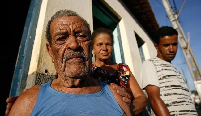 Uma semana após tragédia, ancião José Quintino é símbolo de sabedoria e resistência - Foto: Raul Spinassé   Ag. A TARDE