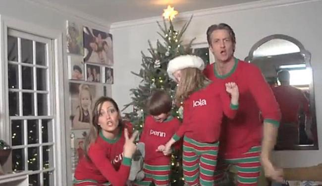 Família vestiu pijamas e vez vídeo para comemorar o Natal - Foto: Reprodução