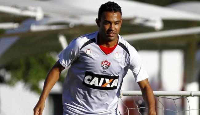 Seis zagueiros já deixaram o clube; único que pode ficar é Renato Santos (foto), reserva em 2013 - Foto: Eduardo Martins   Ag. A Tarde