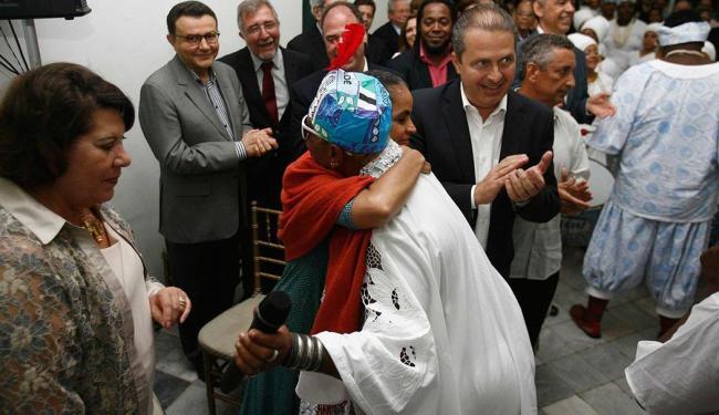 Cortejo Afro abraça Marina Silva e homenageia Eliana Calmon (à esquerda) - Foto: Fernando Amorim | Ag. A TARDE