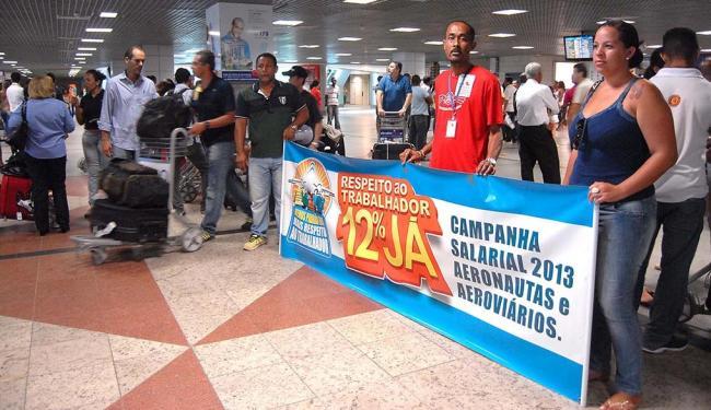 Aeroviários protestaram no aeroporto internacional de Salvador na manhã desta quarta, 18 - Foto: Romildo de Jesus | Agência Estado