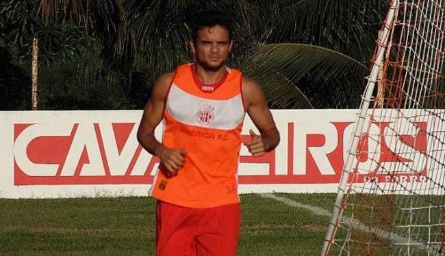 O lateral-direito Norberto pode reforçar o tricolor baiano em 2014 - Foto: Site do América-RN | Divulgação