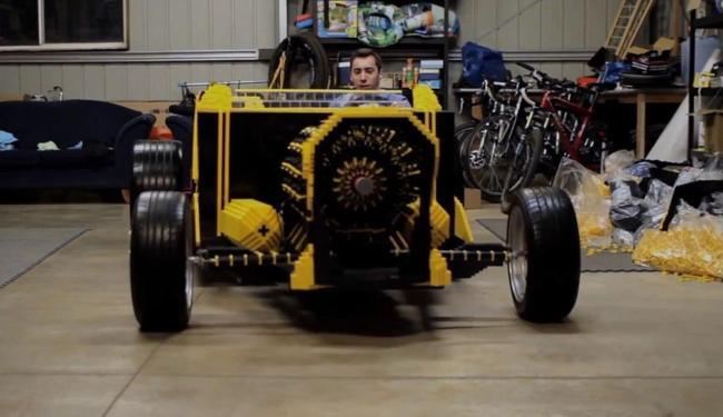 Carro movido a ar e feito de Lego foi levado para Melbourne - Foto: Reprodução