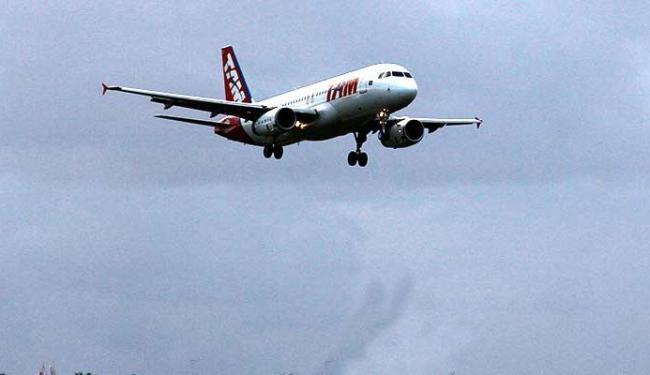 Quem for viajar de avião pelo Brasil deve chegar ao aeroporto com 1h de antecedência - Foto: Joá Souza | Ag. A TARDE