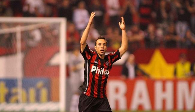 Branquinho no Atlético-PR, seu último time no Brasil - Foto: Giuliano Gomes | Folhapress