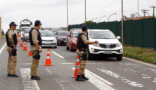 A campanha contará com abordagens policiais e distribuição de materiais educativos - Foto: Eduardo Martins   Ag. A TARDE