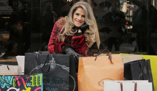 A atriz e apresentadora Ingrid Guimarães comanda a nova atração, Além da Conta, do canal GNT - Foto: Gustavo Nasr | GNT/Divulgação