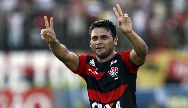 Maxi foi campeão baiano e teve bom início de Brasileirão pelo Vitória, caindo nas graças da torcida - Foto: Raul Spinassé | Ag. A TARDE