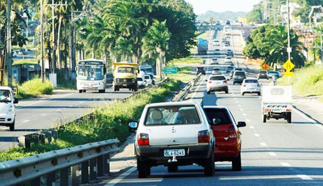 Na Estrada do Coco, 190 mil veículos devem trafegar até a próxima quarta - Foto: Joá Souza/ AG. A TARDE