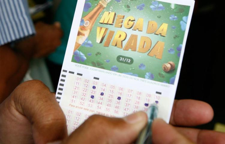 Estimativa de prêmio é de R$ 220 milhões para quem acertar os seis números - Foto: Arestides Baptista | Ag. A TARDE