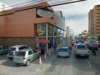 Criminosos saquearam caixas e roubaram clientes - Foto: Reprodução | Google Maps