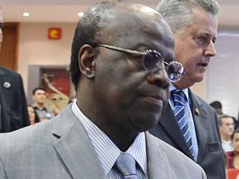 Com as férias de Barbosa, a decisão passa à ministra Cármen Lúcia - Foto: Agência Brasil