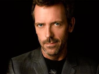 Mais conhecido por interpretar o papel de Dr. House, Hugh Laurie canta e toca piano e guitarra - Foto: Divulgação